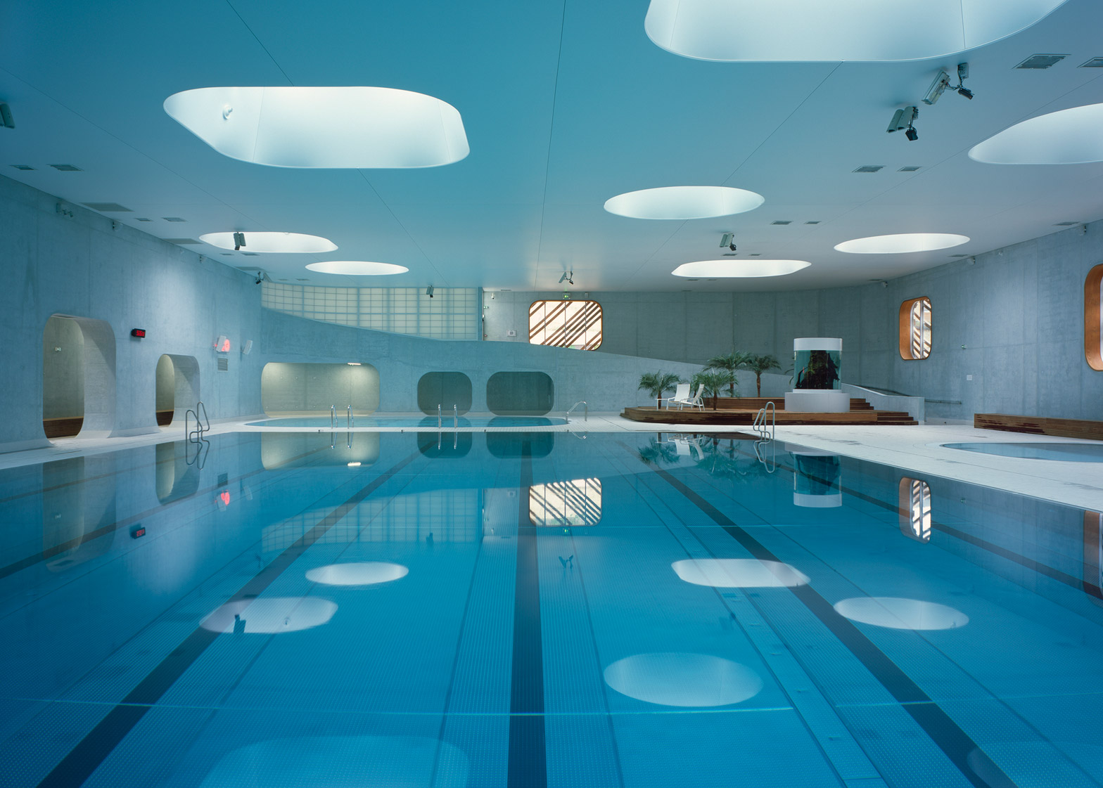 Piscine issy les moulineaux paris swimming pool e architect - Rooftop swimming pool designing and planning ...