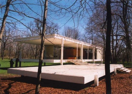 Farnsworth House by architect Mies van der Rohe