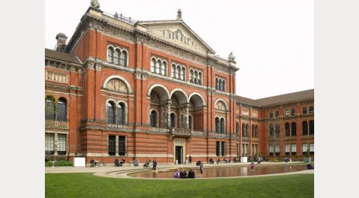 Victoria & Albert Museum London courtyard with pool