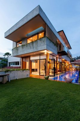Contemporary Singaporean Home design by AAMER Architects