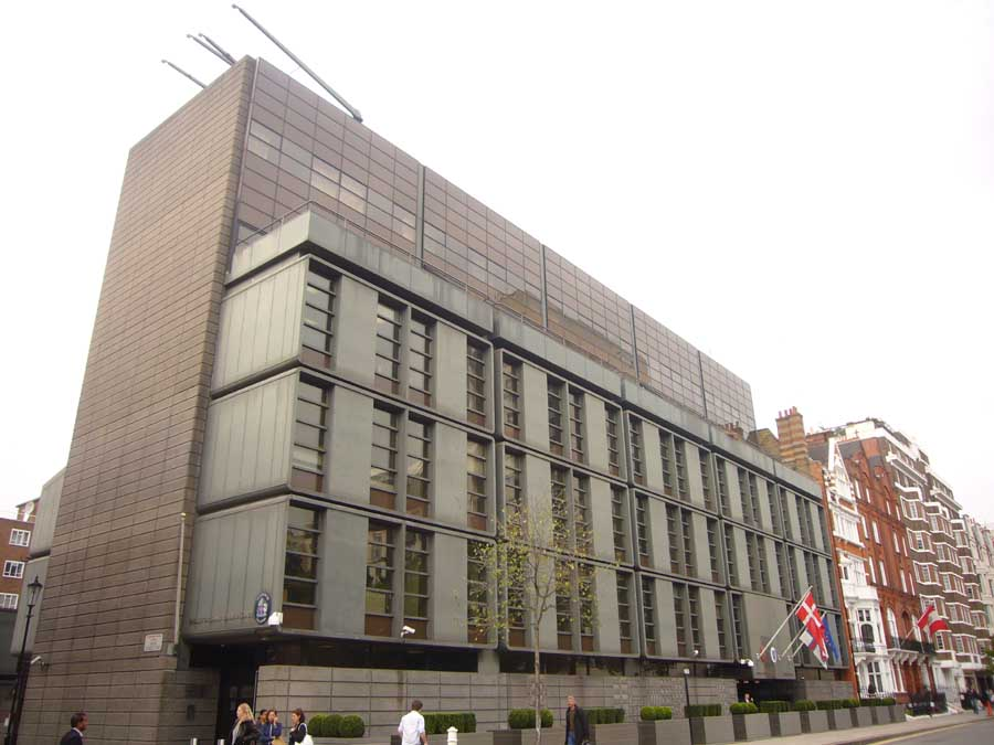 Royal danish embassy london by arne jacobsen e architect for Consul building