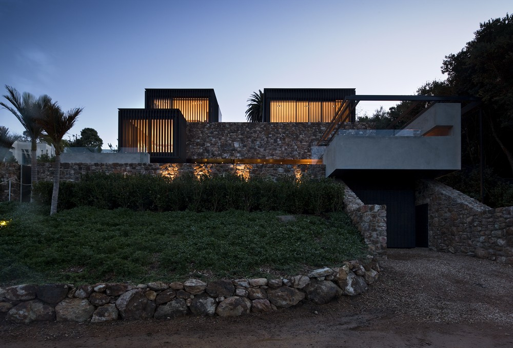 Local rock house 14 e architect for Local architects