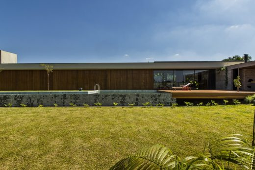 Brazilian residence by mf+arquitetos
