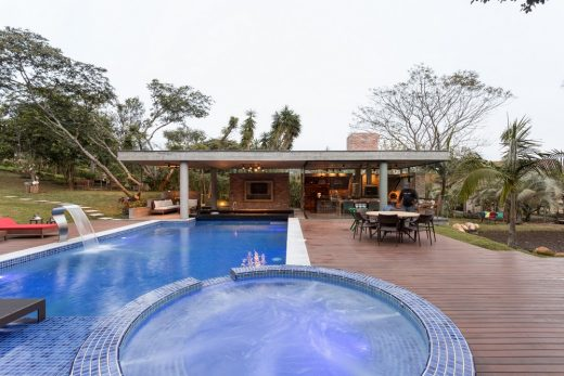 Tropical Pool House design by Br3 arquitetos