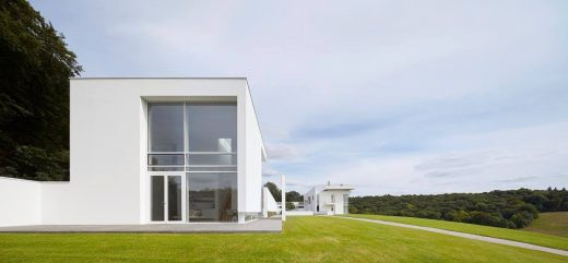 English house by Richard Meier & Partners Architects LLP