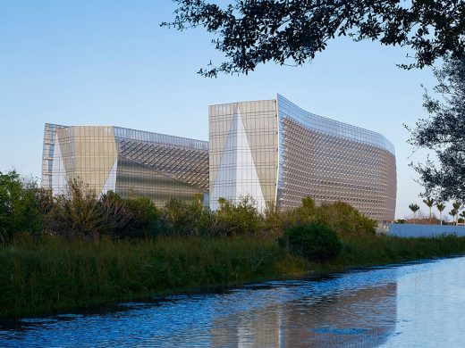 Contemporary Miramar building design by Krueck + Sexton Architects with Gensler