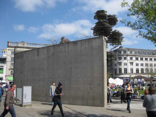 Piccadilly Gardens concrete wall | www.e-architect.co.uk