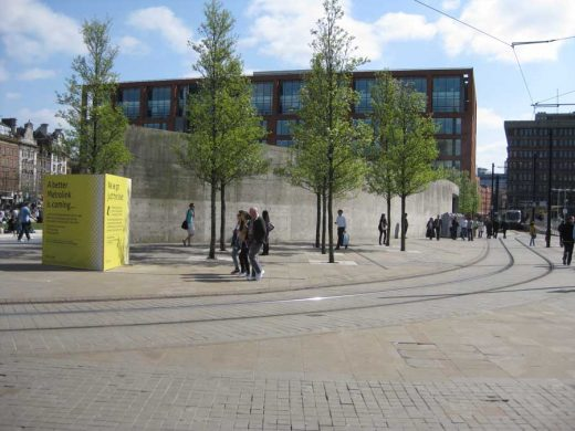 Piccadilly Gardens Pavilion and wall | www.e-architect.co.uk