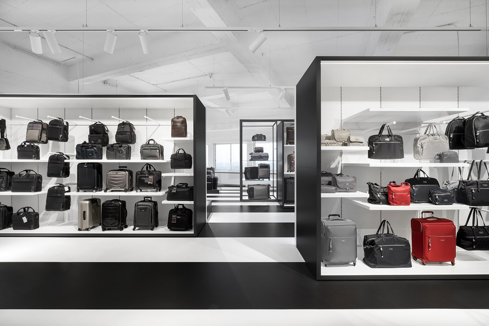 Samsonite showroom amsterdam 2 e architect for Product design jobs amsterdam