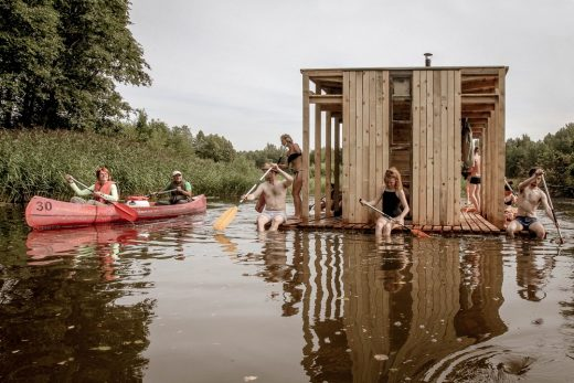 Floating sauna students in Soomaa