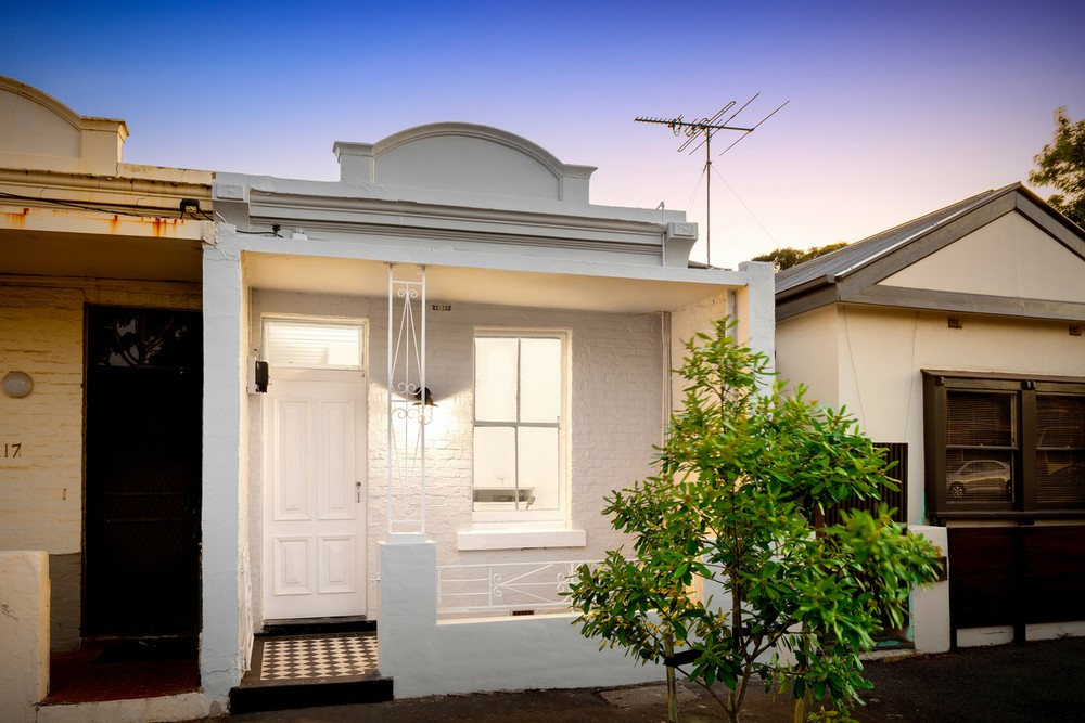 Curtain cottage in melbourne e architect for Cottage style homes melbourne