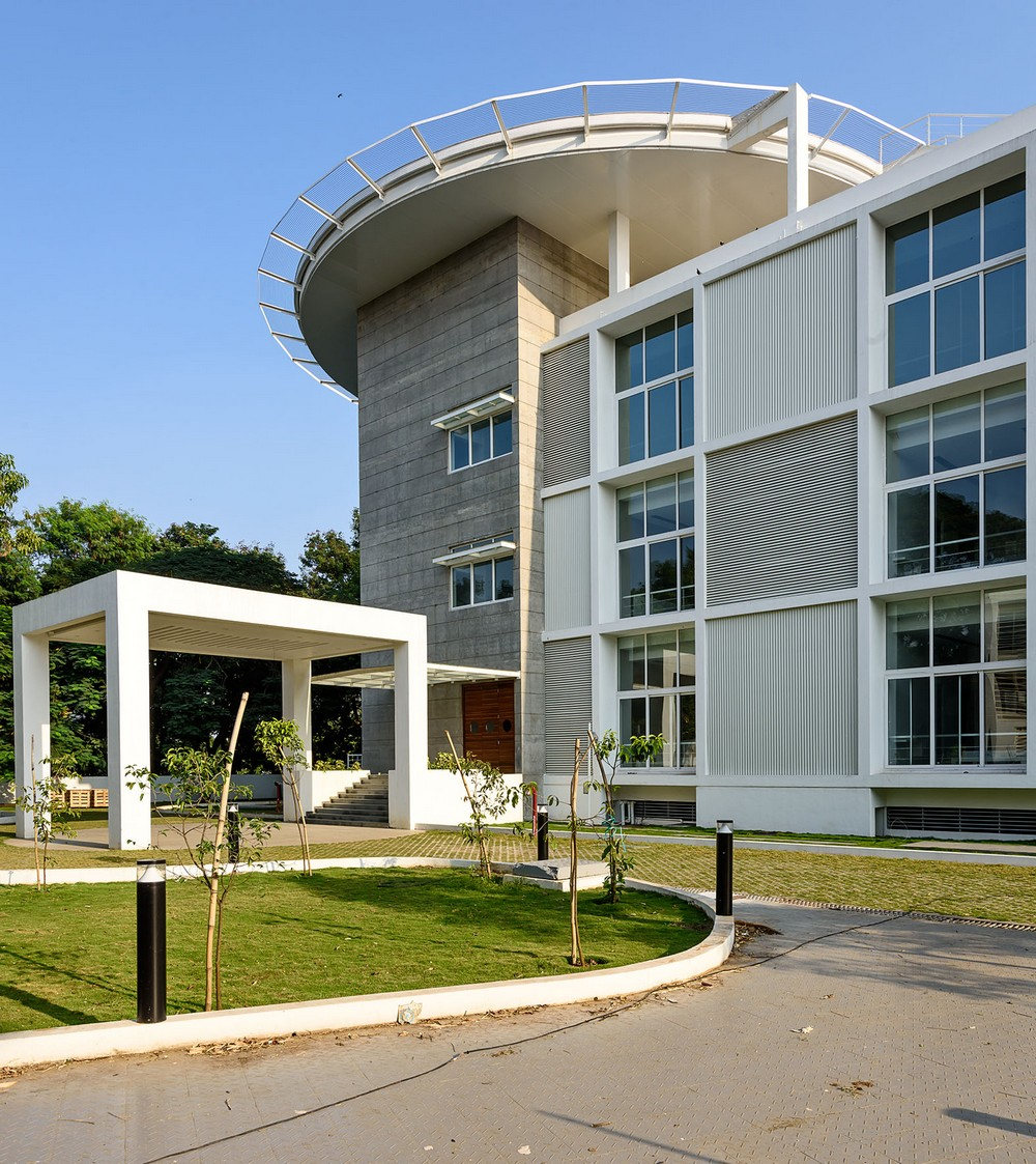 Vvip circuit house pune building 14 e architect for Architecture design for home in pune