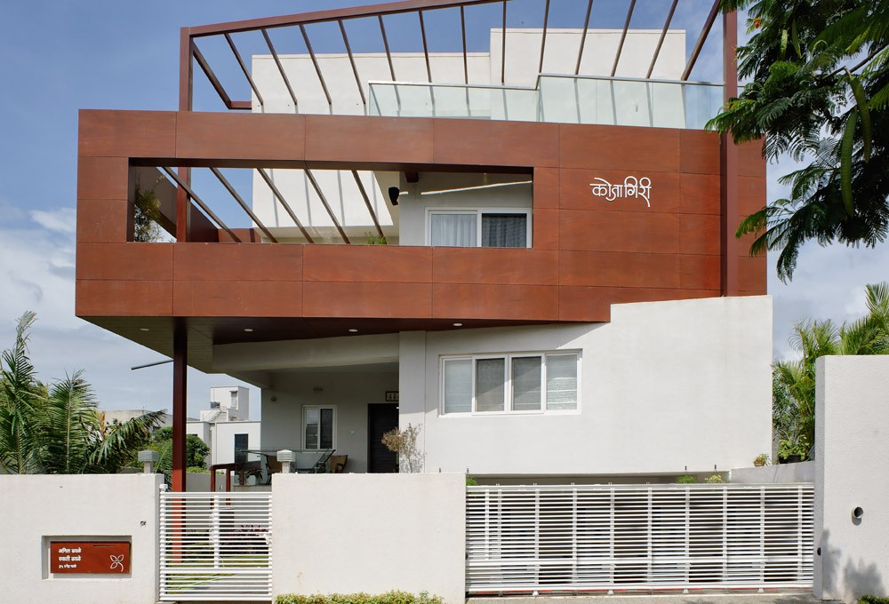 Tall house in pune 11 e architect for Architecture design for home in pune