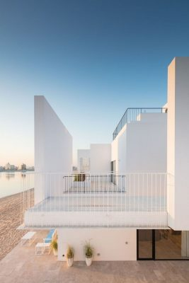 Contemporary waterfront houses in Kuwait