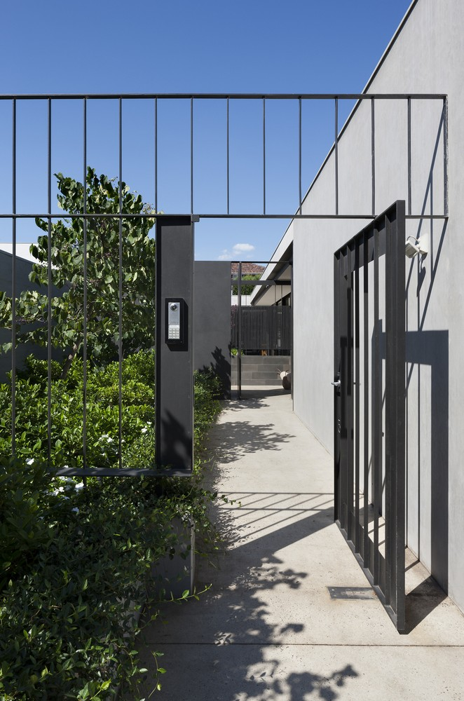 Toorak courtyard house in melbourne 4 e architect for Courtyard designs melbourne