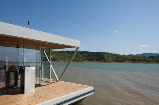 Floatwing House