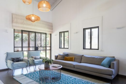 Strings Attached House in Bnei Atarot