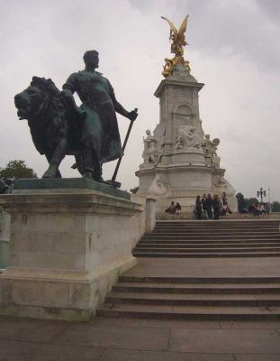 Buck House fountain and monument