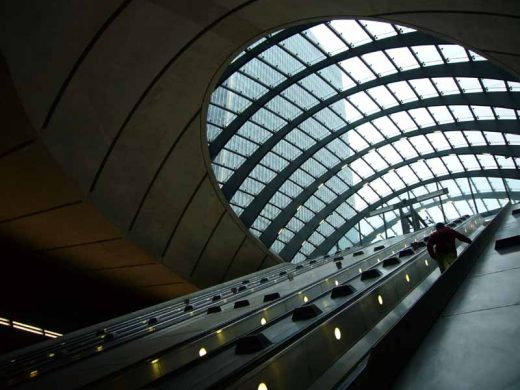 Canary Wharf Station London building