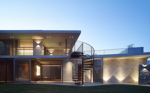 V House on the Sunshine Coast