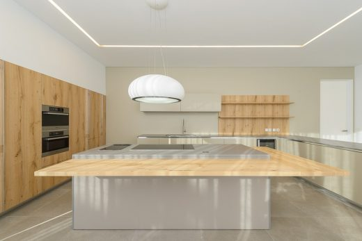 Contemporary luxury house in Portugal design by Arq Tailor Arquitectos