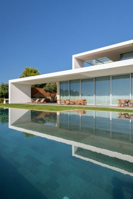 Contemporary luxury residential building in Portugal design by Arq Tailor Arquitectos