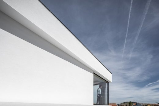 House in Lisbon by Sérgio Miguel Godinho Architect