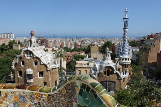 Professionals analyze the most amazing structures - Parc Guell