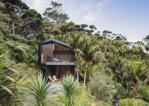 Karekare Bach, New Zealand beach cabin