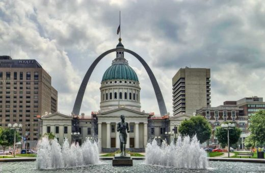 St. Louis Arch and Courthouse with fountain