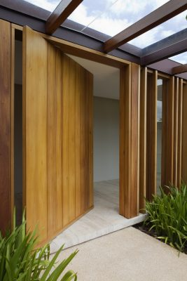 JG house São Paulo entry door - How easy is it to buy doors online
