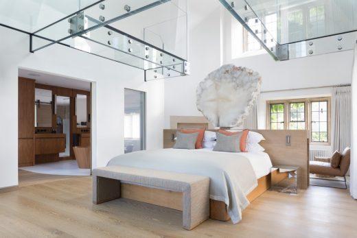 Cotswold Manor Bedroom & Bathroom