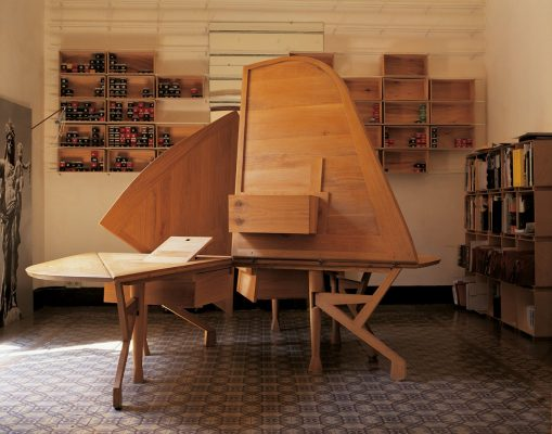 Ines table by Enric Miralles architect