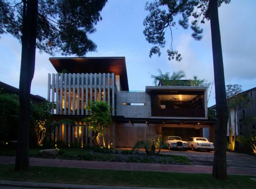 Singapore luxury house by Aamer Architects