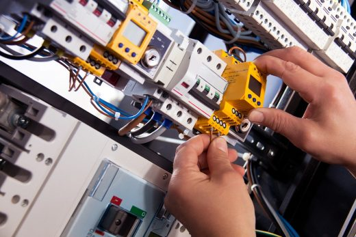 Warning signs that you need to hire an electrician